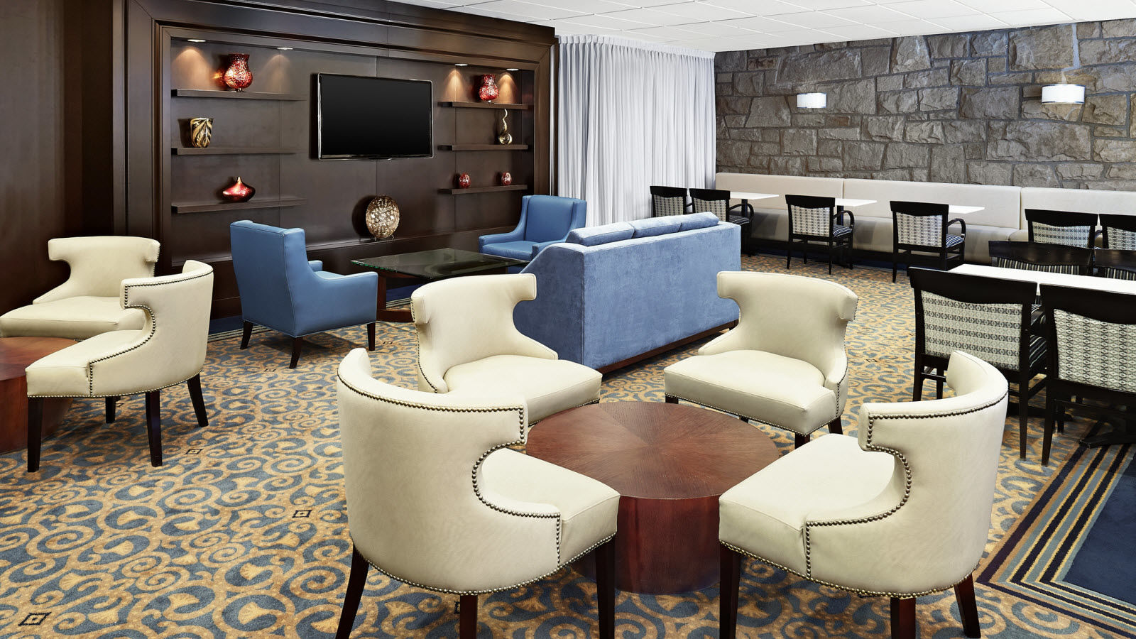 Hotel Features - Montreal Airport Club Lounge